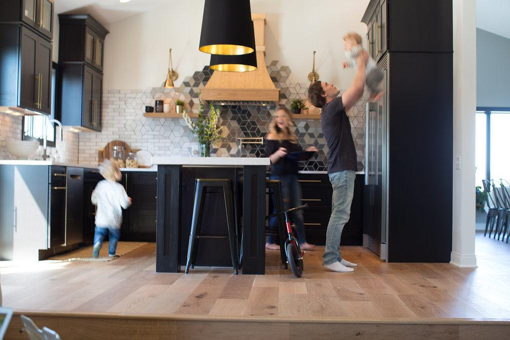Family in kitchen featuring Urbanfloor Chêne Lambrusco, Engineered Hardwood Flooring,