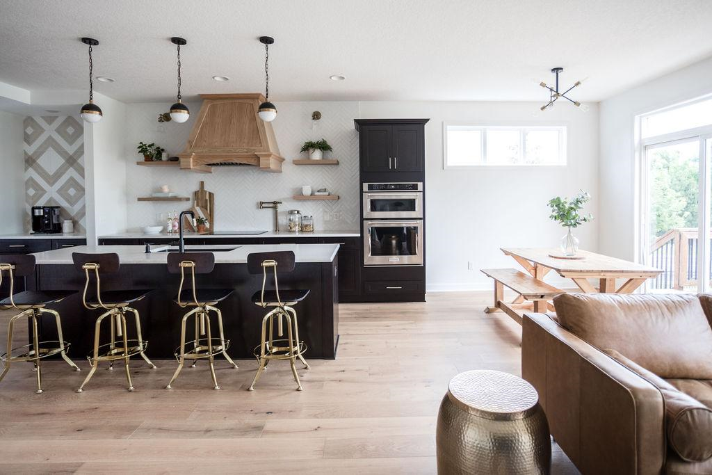 Kitchen featuring Urbanfloor Chêne Lambrusco, Engineered Hardwood Flooring,